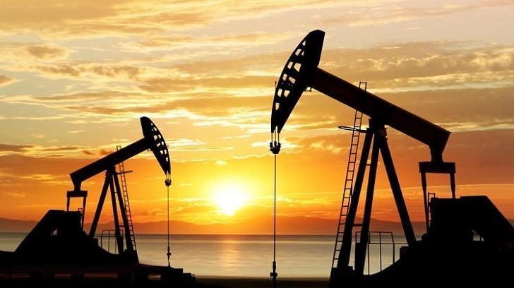 Brent Petrolün Varili 75 $ Seviyesine Kadar Geriledi, Bir Finansçı