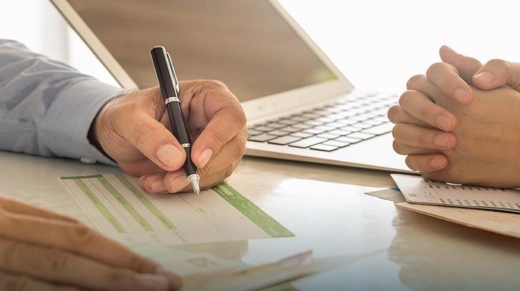 24 Ay Vade ile 20.000 TL Kredi Veren Bankaların Kredi Detayları, Bir Finansçı