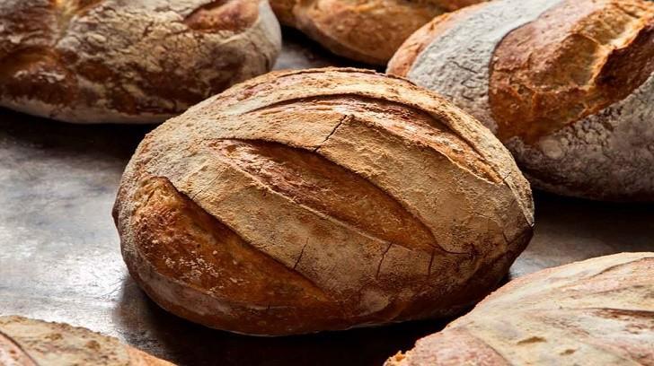 Ekmeğini Evden Çıkarmak, Bir Finansçı